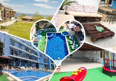 Нощувка на човек със закуска, обяд и вечеря + басейн и джакузи в хотел Китен Палас, на 50м. от морето