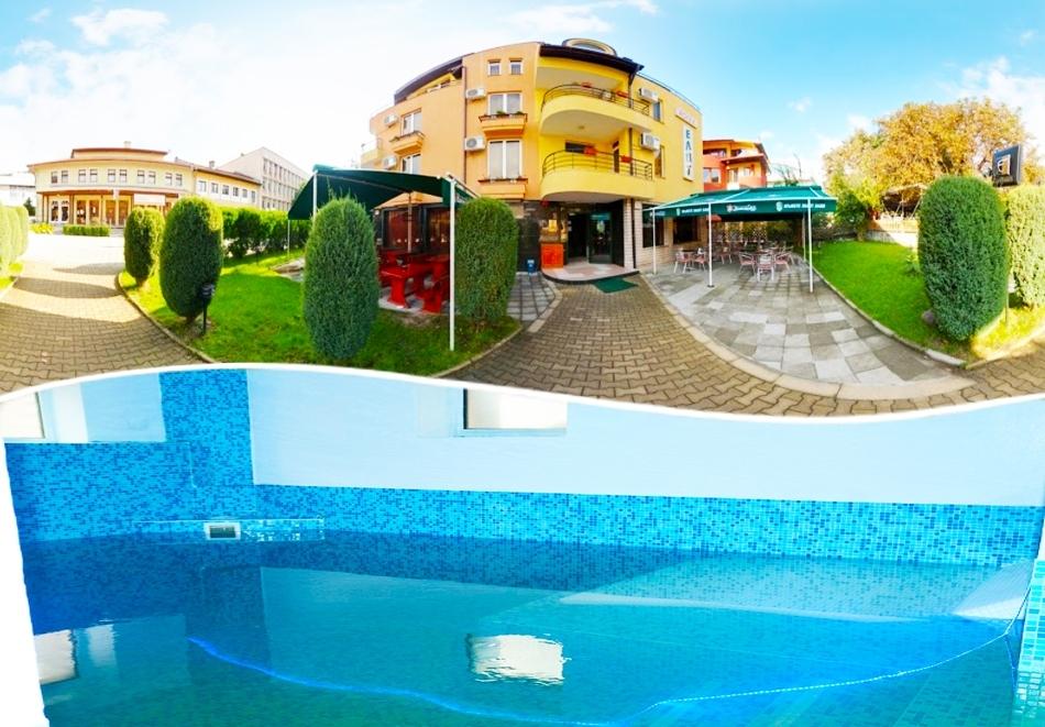 Нощувка на човек със закуска + вътрешен басейн и джакузи в хотел Елит, Девин