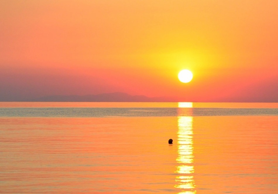 Плаж в Гърция, Керамоти. Транспорт + нощувка на човек със закуска и разходка в Кавала от  АБВ Травелс