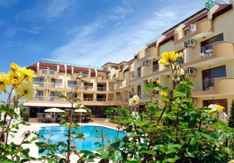 3, 5 или 7 нощувки на човек със закуски и вечери* + басейн в хотел Ирис***, Несебър на 100 метра от плажа