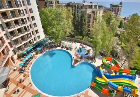 Нощувка на човек със закуска + 5 басейна и 2 аквапарка от Престиж Хотел Аквапарк, Златни пясъци