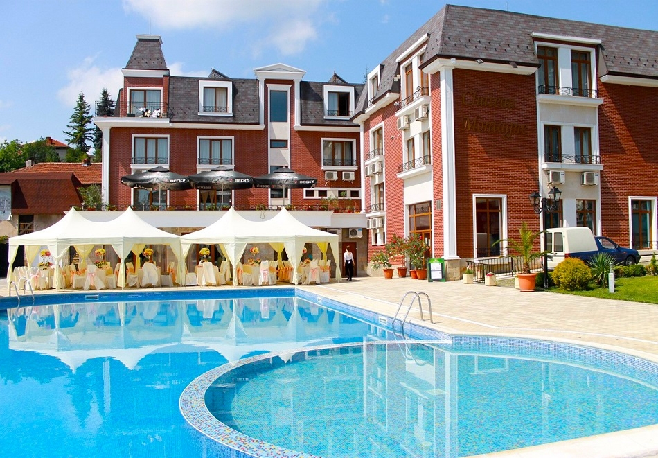 Нощувка на човек със закуска и вечеря + 2 басейна в хотел Шато Монтан, Троян.