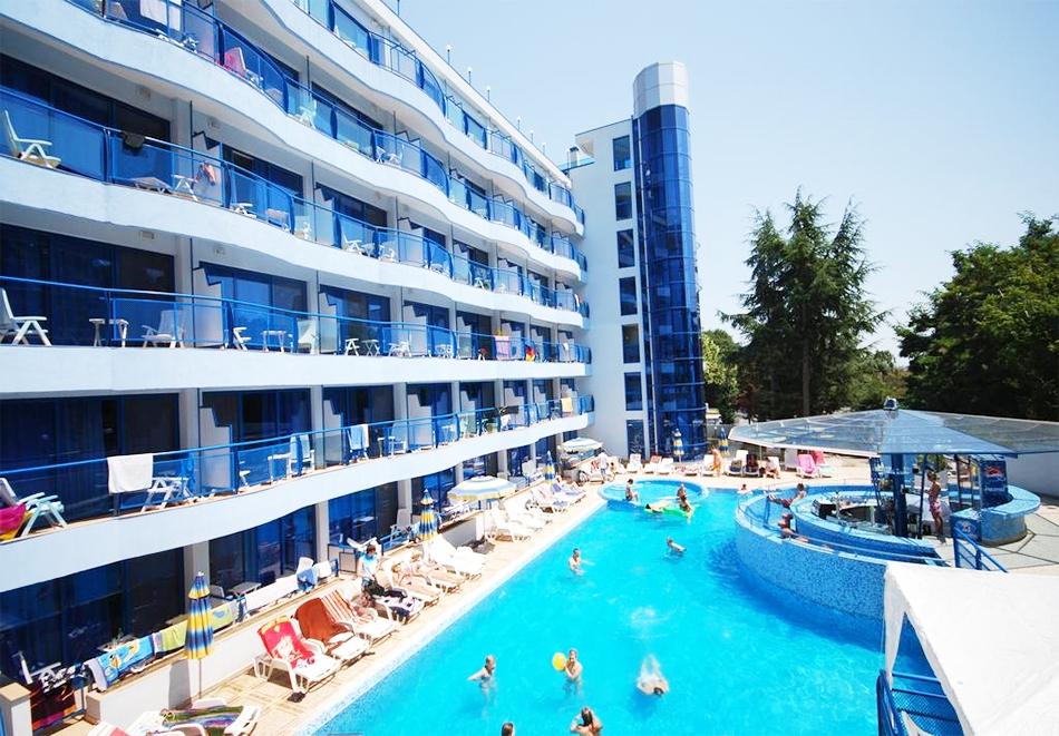 Нощувка на човек на база All inclusive + басейн в хотел Афродита****, Златни Пясъци