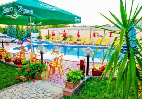 Нощувка на човек със закуска или закуска и вечеря + басейн в хотел Сирена, Кранево