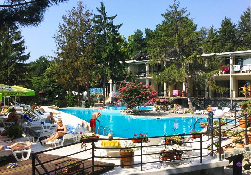 7 нощувки за двама на база All inclusive + басейн в Парк хотел Бриз***, Златни Пясъци. Дете до 12г. - БЕЗПЛАТНО!