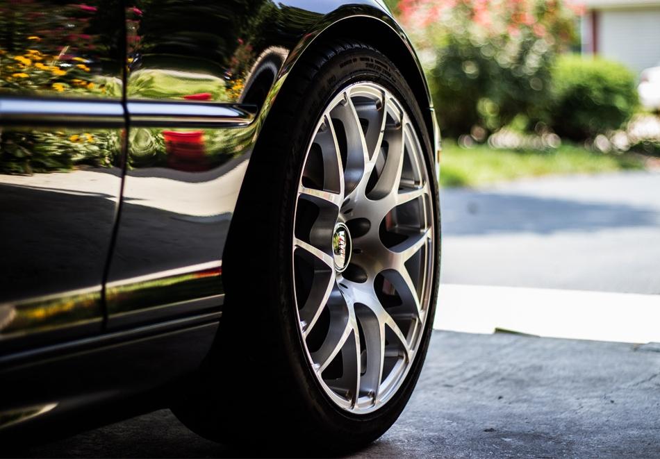Смяна на 4 броя гуми R13 и R14 + монтаж, демонтаж и баланс само за 12 лв. в автокомплекс Нон Стоп, Красно село