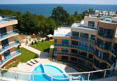 Нощувка на човек със закуска и вечеря, обяд по желание + басейн, чадър и шезлонг на плажа от хотел Аквамарин, Обзор - на 100 м. от морето!