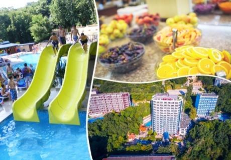 Нощувка на човек на база All Inclusive + басейн в хотел Роял****, Златни Пясъци! Дете до 12г. - БЕЗПЛАТНО!