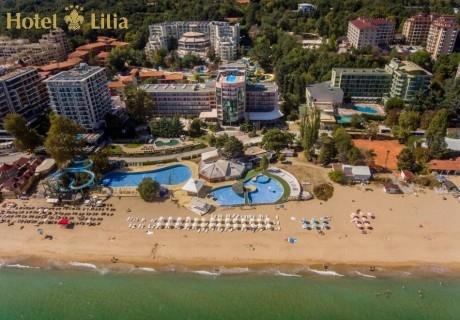 Нощувка на човек със закуска и вечеря на първа линия в хотел Лилия****, Златни пясъци + басейн