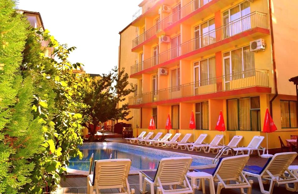 Нощувка на човек със закуска и вечеря + басейн в хотел Риор, Слънчев бряг. Дете до 12г. – БЕЗПЛАТНО