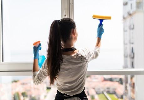 Почистване на прозорци с площ до 20кв. м от почистваща фирма Шайни Хаус, София