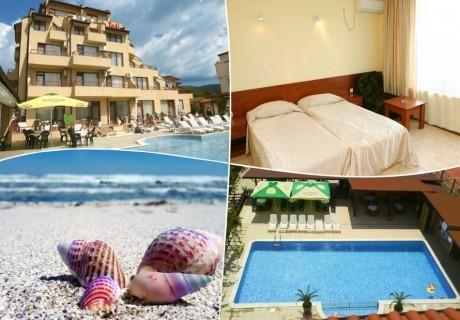 1 - 10 септември в Слънчев бряг! Нощувка на човек + басейн в хотел Теди, само на 100м. от плажа