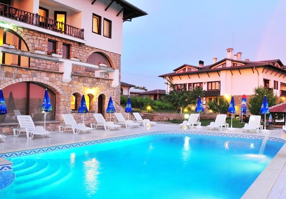 Май в Арбанаси! Нощувка на човек със закуска и вечеря + вътрешен релакс басейн, джакузи и парна баня в хотел Винпалас