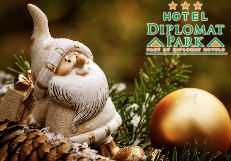 Коледа в хотел Дипломат Парк, Луковит! 2 или 3 нощувки със закуски, празнични вечери на Бъдни вечер и Коледа, анимационен предиобед с Дядо Коледа и СПА зона
