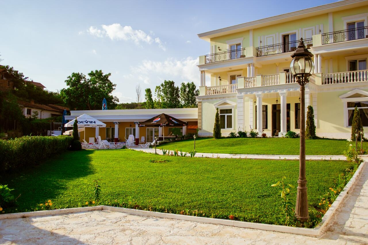 Почивка в Огняново! 1 или 2 нощувки на човек със закуски и вечери + минерален басейн и релакс зона от хотел Алексион Палас