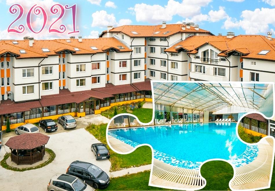 Нова година в хотел Вита Спрингс, с. Баня до Банско! 3 или 4 нощувки на човек, закуски, вечери, празничен куверт + минерален басейн и релакс пакет