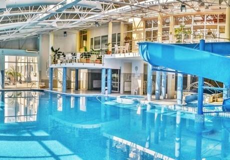 2 нощувки на човек със закуски + 3 процедури, минерални басейни и джакузи в хотел Аугуста, Хисаря