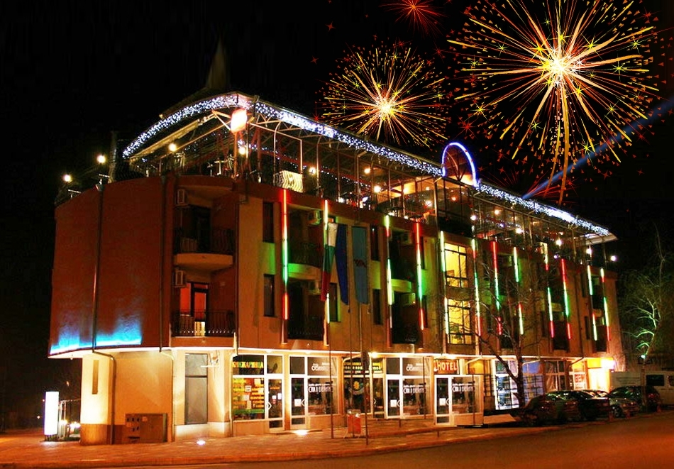 Нова година в хотел Амбарица! 2 нощувки на човек със закуски, старт меню и Празнична вечеря + басейн и релакс пакет в Горна Оряховица