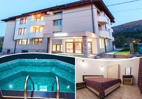 Почивка в Сапарева баня! Нощувка на човек със закуска + джакузи в Семеен Хотел Релакса