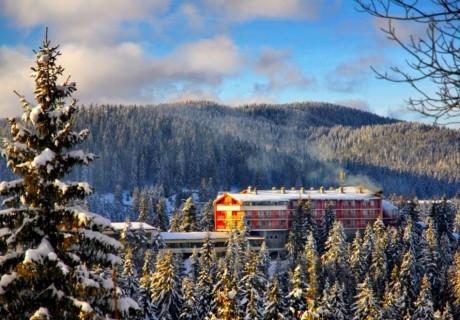 Ранни записвания за ски в Пампорово! Нощувка на човек със закуска и вечеря в хотел Преспа
