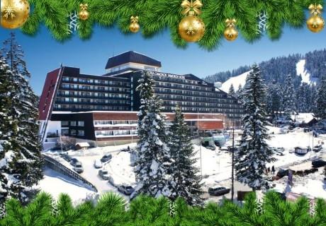 Коледа в Боровец! 3 нощувки на човек със закуски и вечери, едната празнична + басейн от хотел Самоков****