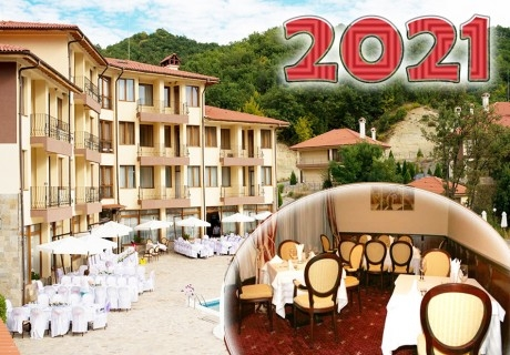 Нова година до Благоевград! 2 или 3 нощувки на човек със закуски, обеди и вечери, едната празнична в хотел Кабеи, с. Усойка