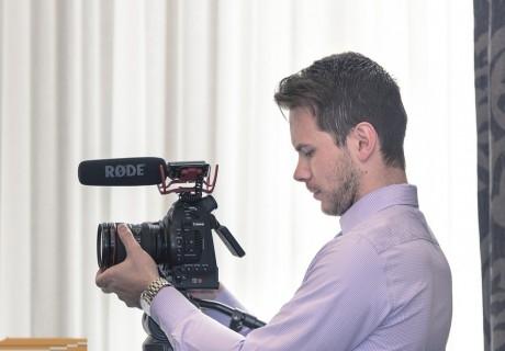 """8-седмичен курс за деца """"Filmmaking and YouTube club"""" изцяло на английски език в Учебен център Решение, София"""