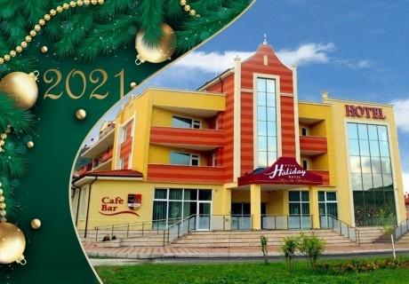 Нова година във Велинград! 3 нощувки на човек със закуски и вечери, едната празнична с DJ + басейн и уелнес център в хотел Холидей****
