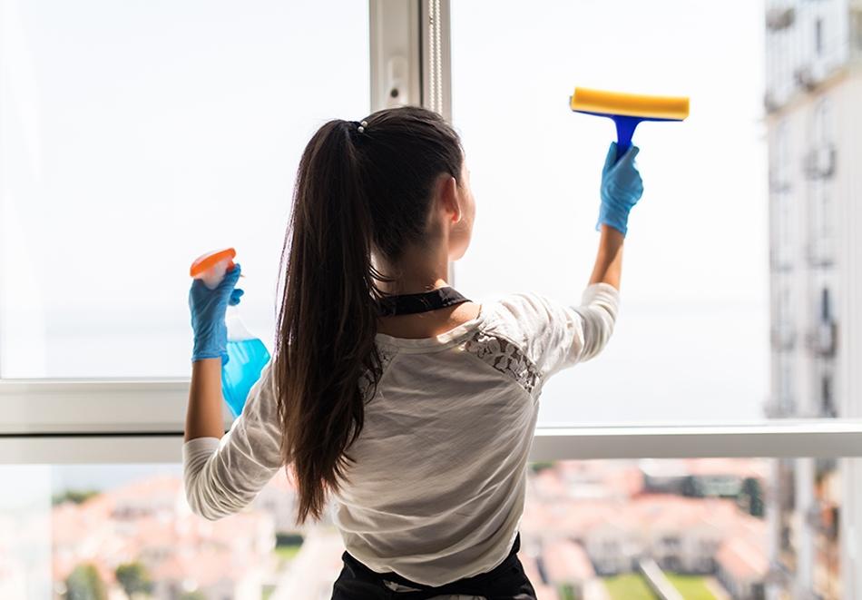 Двустранно почистване на прозорци с прилежащи дограми и подпрозоречни первази в дом или офис от Клийн Хоум, София