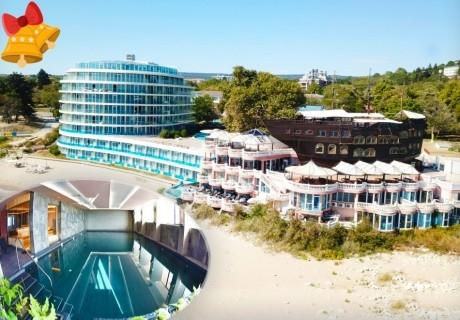 Коледа в хотел Сириус Бийч****, Константин и Елена! 3 или 4 нощувки на човек на база Аll Inclusive + 2 празнични вечери + минерални басейни и СПА пакет