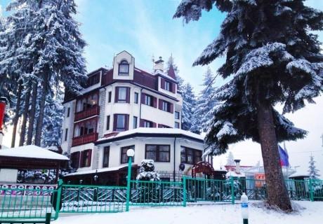 СКИ почивка в Боровец! Нощувка със закуска за двама или четирима от Апартаментен комплекс Алпин