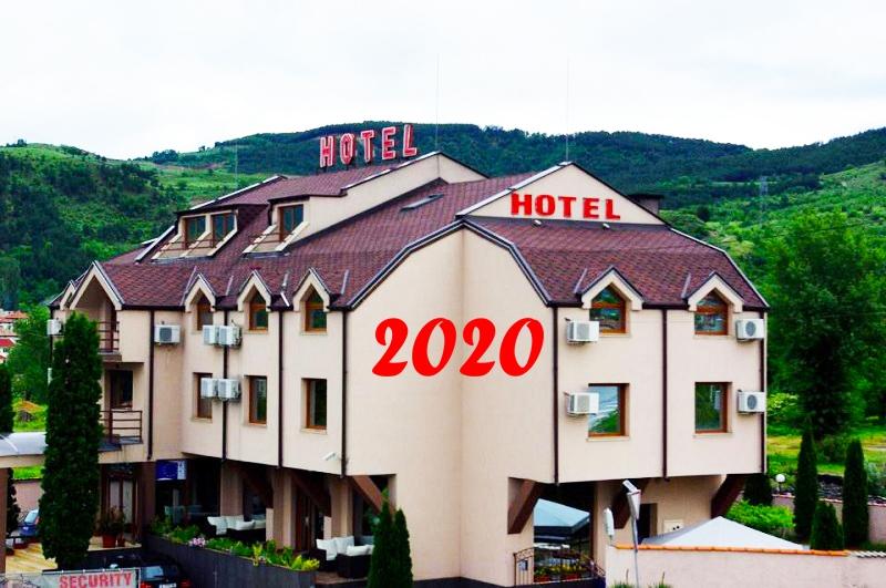 Нова Година в Симитли! 2 или 3 нощувки на човек със закуски и вечери - едната празнична в хотел Найс