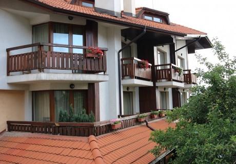 3, 5 или 7 нощувки на човек със закуски + сауна  в семеен хотел Кралев двор***, Банско