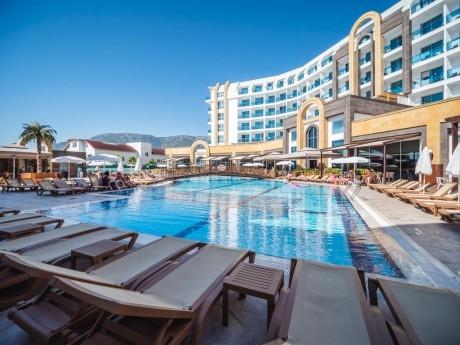 Ранни записвания за майски празници в Анталия, Турция! 7 нощувки на човек на база Ultra All Inclusive в + басейн с аквапарк, собствен плаж, анимация и СПА в Хотел The Lumos Deluxe Resort