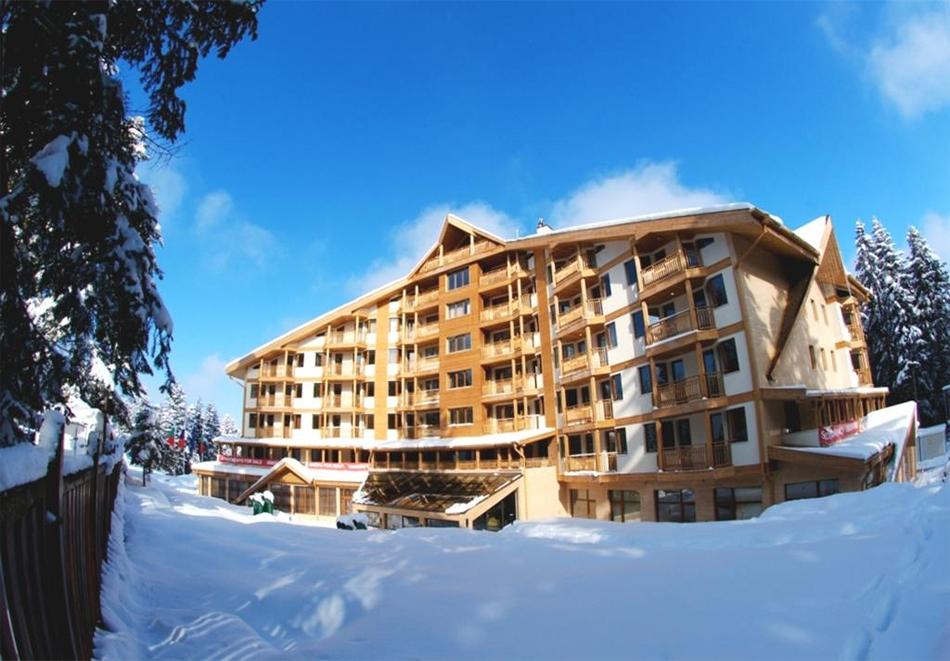Февруари в Боровец! 3, 5 или 7 нощувки за трима или четирима в студио или апартамент в хотел Айсберг