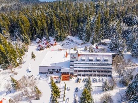 Оферта Карантина офис в планината! 7, 14 или 30 нощувки на човек със закуски, обеди и вечери + сауна в хотел Мура***, Боровец