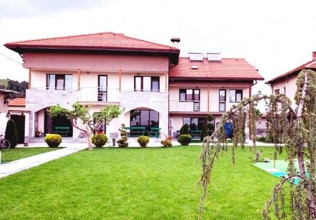 Почивка край Самоков! 2 нощувки за шестима от къща за гости Свети Никола, с. Широки Дол