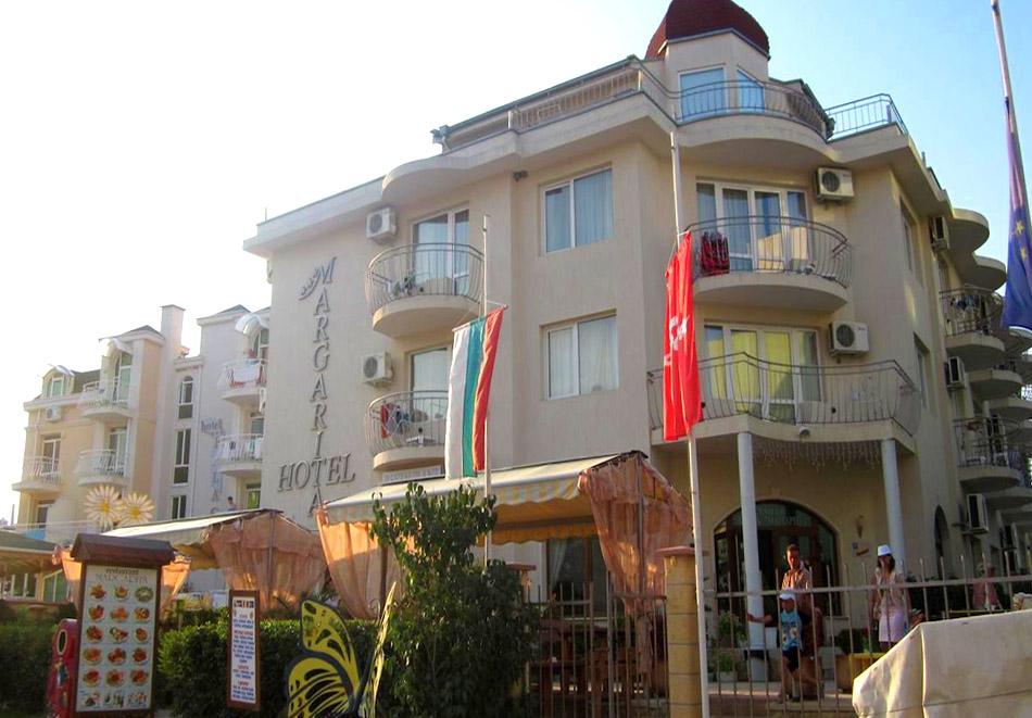 Нощувка на човек със закуска в семеен хотел Маргарита, Кранево