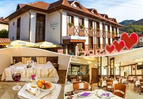 Свети Валентин в Тетевен! 2 нощувки на човек със закуски и вечери, едната романтична + сауна в хотел Тетевен