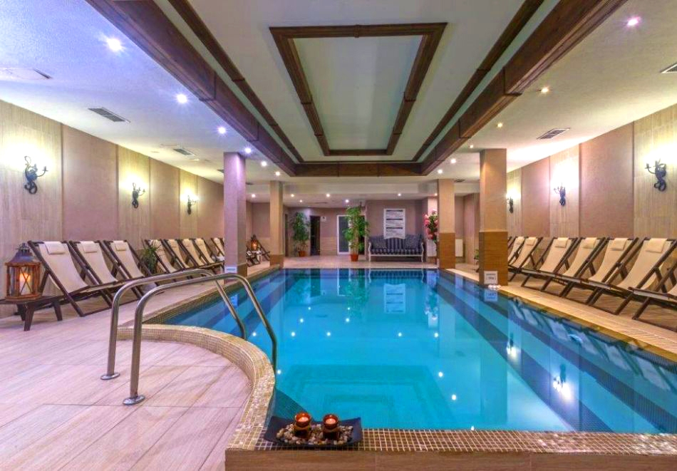 2 или 3 нощувки на човек + отопляем басейн и сауна от хотел Мария Антоанета, Банско. 5=6 нощувки!