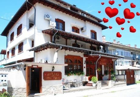 Свети Валентин в Трявна! 2 нощувки на човек със закуски и вечери, една празнична от хотел Извора