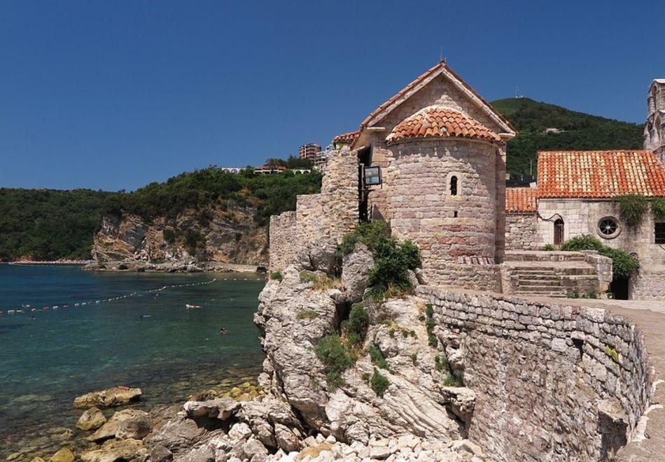 Почивка в Черна гора. 5 нощувки на човек със закуски и вечери + транспорт от ТА България Травъл