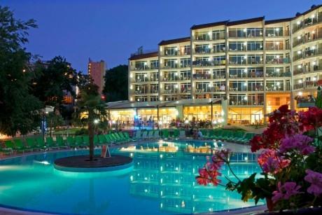 Нощувка на човек със закуска + басейн в хотел Мадара****, Златни пясъци . Дете до 12г. - безплатно