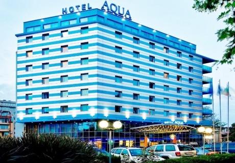 Уикенд в Бургас. 1, 2 или 3 нощувки на човек със закуски + сауна и джакузи в хотел Аква