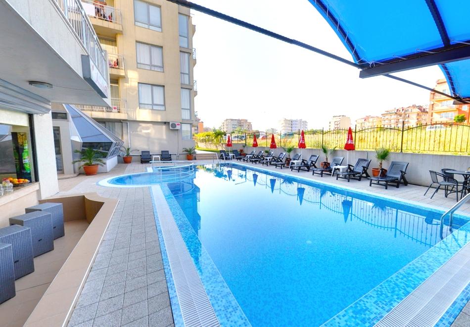Септември в Приморско! Нощувка за двама или четирима + басейн от къща за гости АСК