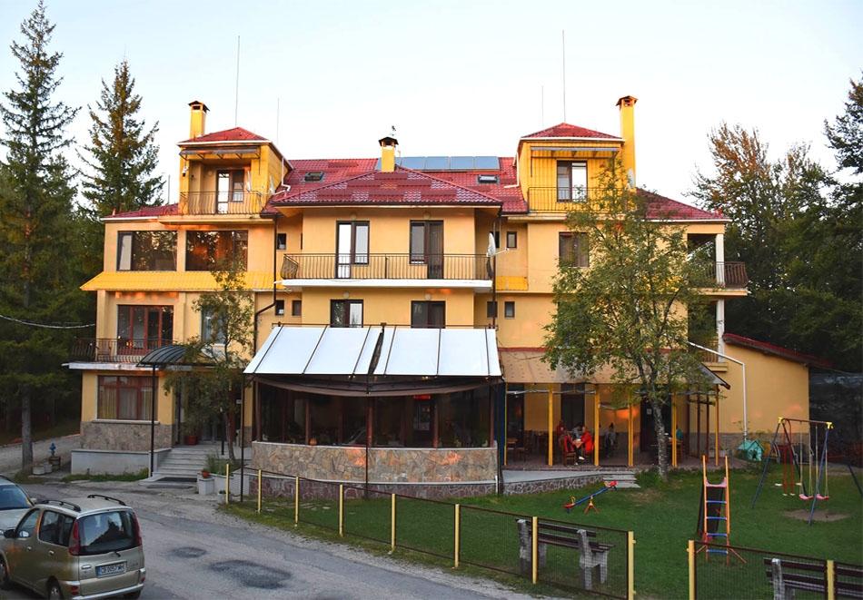 2+ нощувки на човек със закуски, обеди и вечери от семеен хотел Сима, местност Беклемето, до Троян