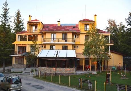 2 или повече нощувки на човек със закуски, обеди и вечери от семеен хотел Сима, местност Беклемето, до Троян