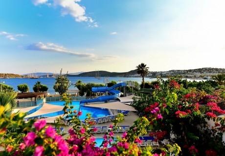 Ранни записвания за Великден или майски празници в Бодрум, Турция! 5 или 7 нощувки на човек на база Аll Inclusive +  собствен плаж и 2 басейна с водни пързалки от хотел Parkim Ayaz. Дете до 1