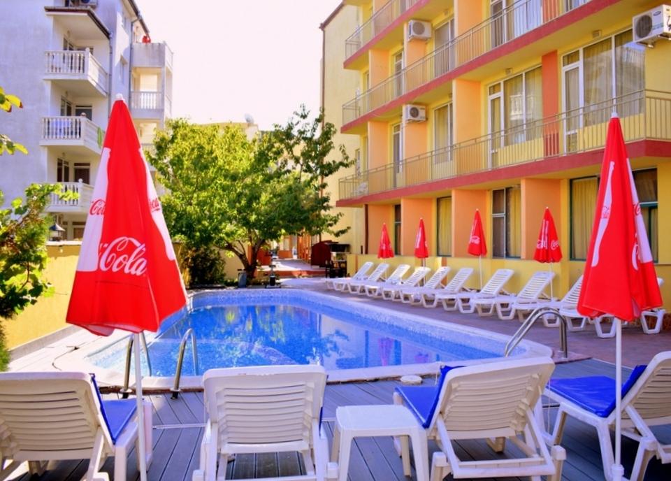 Нощувка на човек на база All inclusive + басейн в хотел Риор, Слънчев бряг. Дете до 12г. – БЕЗПЛАТНО!