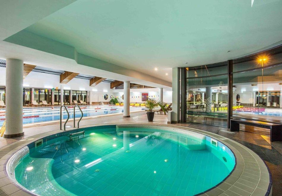 Делник в хотел Каменград****, Панагюрище! Нощувка на човек със закуска и вечеря + закрит плувен минерален басейн и СПА!